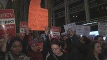 Movilización en el aeropuerto Ronald Reagan de Washington contra el veto a inmigrantes de Trump