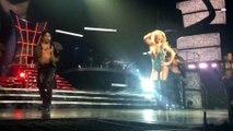 Britney Spears - Oops, un sein nu en plein concert