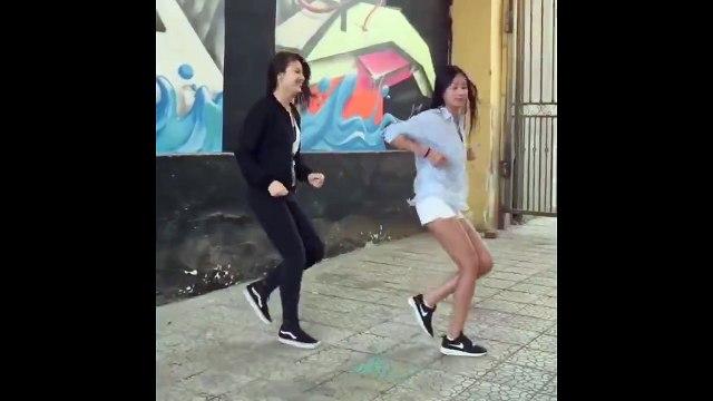 """Clip nhảy shuffle của hai cô nàng Mông Cổ khiến các bạn trẻ Việt Nam """"điên đảo"""""""