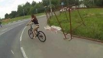 Une russe perd sa jupe en vélo