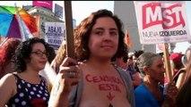 Argentine : des femmes manifestent contre l'interdiction d'être seins nus à la plage