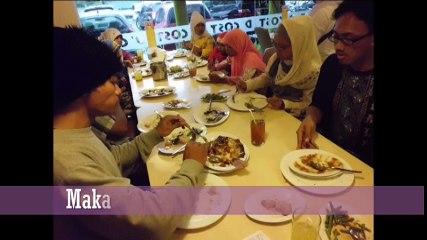 Makan di restoran bersama yatim Foto