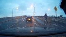 Un chauffard manque d'écraser un piéton et lui file un billet pour se faire pardonner