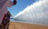 Yarış Teknesi Suyu Havaya Kaldırdı