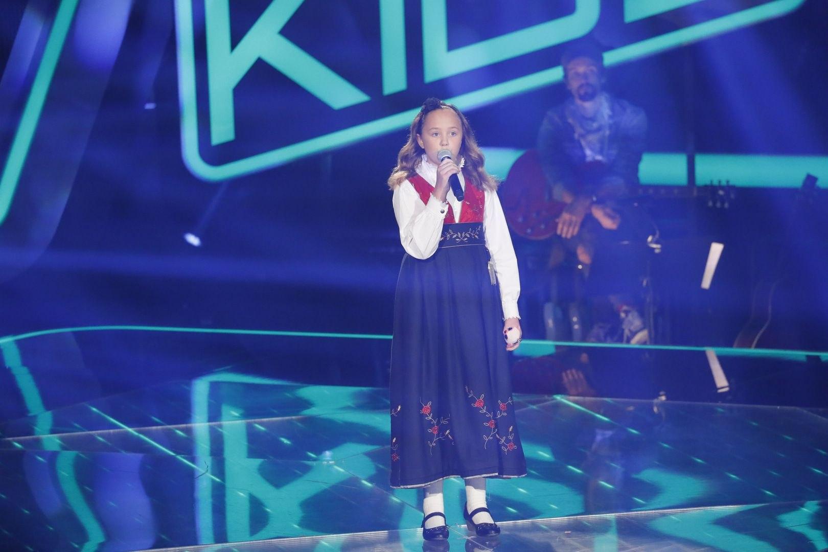 Zoé-Loes: Blackbird  - (Blind Audition II) The Voice Kids 2017 | SAT1.DE