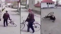 Cet homme ivre tente de rentrer chez lui en vélo