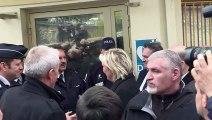 Marine Le Pen au poste frontière de Menton