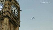 Avioes sendo atingido por relampagos veja