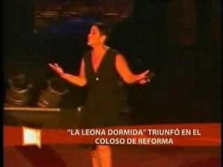Lupita D'Alessio enseño los gluteos