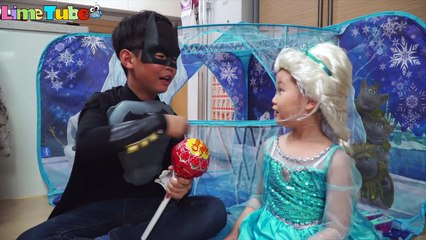 Catch the giant lollipop thief! Elsa wizard vs Spiderman vs Batman Super Hero Real Life LimeTube 라임엘사 마법사vs스파이더맨vs배트맨