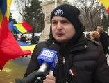 Manifestatii la monumentul lui Stefan cel Mare pentru sustinerea romanilor care de 13 zile protesteaza din cauza Ordonantei 13 Coruptia s-a instalat pe ambele maluri ale Prutului - VIDEO