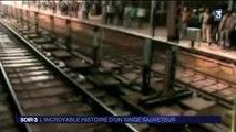 Ce singe vient sauver un autre singe coincé sur une voie ferrée en inde
