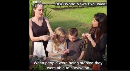 Angelina Jolie y sus hijos comiendo tarántulas y escorpiones