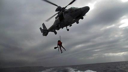 Vidéo : la SNSM de Bonifacio et la Marine Nationale s'exercent à l'hélitreuillage