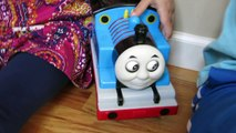 THOMAS STEAM RATTLE ROLL ROCK AND ROLL SINGING RC TANK ENGINE TRAIN RACE-nnyAmr4wUTU