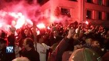 """""""Merci Paris!""""… Les joueurs du PSG acclamés par des supporters à leur retour de Marseille"""