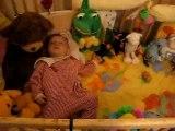 Gros dodo dans le large du lit!