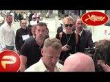 Cannes 2015 - Julianne Moore et Karlie Kross déchaînent les paparazzis à l'aéroport