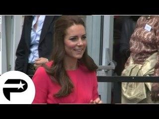 Kate Middleton, magnifique, en visite dans une école