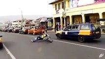 On peut le dire il maitrise sa moto lui... Incroyable