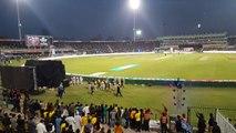 Gladiators receiving love from Gaddafi Stadium zalmi vs gladiators PSL Final 2017