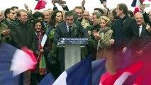 Avec ses partisans au Trocadéro, Fillon maintient sa candidature