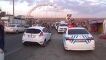 Tır Ile Yolcu Minibüsü Çarpıştı: 1 Ölü, 14 Yaralı