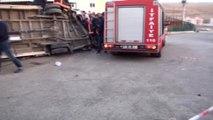Şanlıurfa - Siverek'te, Tır Ile Minibüs Çarpıştı: 1 Ölü, 14 Yaralı