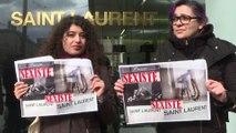 """Manifestation contre une publicité """"sexiste"""" Yves Saint Laurent"""