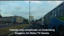 Ônibus do Transcol estão parados na Lindenberg