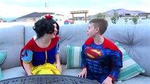 Замороженные Эльза становится SpiderElsa сядет в тюрьму!! Харли Квинн становится Эльза ж/ Человек-паук и супермен