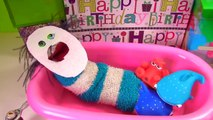 Fizzy Opens Birthday Presents, Takes a Bath & Gets a New Look _ Fizzy Toy Show-r12nccz