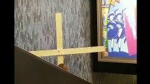 Il se prend pour Jésus Christ mais sa croix et bien trop grande !!