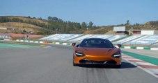 La supercar McLaren 720S embarque un moteur V8 4 litres biturbo de 720 ch