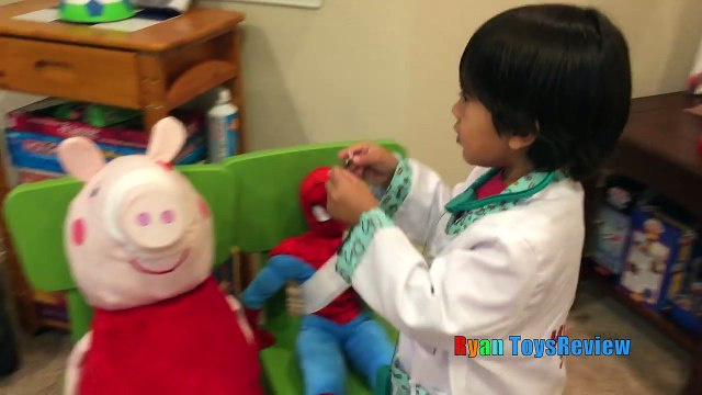 Doc McStuffins Ryan Twin Babies Check Up Gives Tummy needle Shot and farting baby