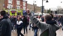 """Instant Karma pour cet homme qui chante """"On déteste Millwall"""" devant des fans de Millwall"""