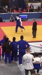 Romane Dicko (17 ans) bat la championne olympique Emilie Andéol