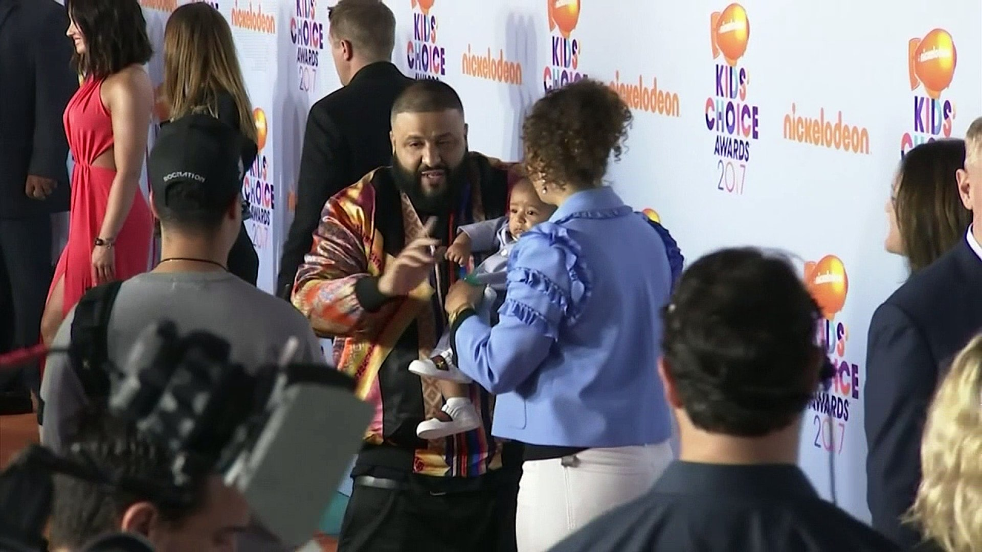 Stars sport quirky styles at Nickelodeon Kids' Choice Awards