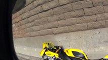 Un motard se crashe un voulant faire une roue arrière à 100km/h