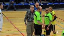Le concierge d'une salle de sport fait annuler un match de futsal parce qu'il a pris la balle dans la tête