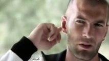 Zinédine Zidane rigole tout seul à sa propre blague