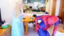 Frozen Elsa LOSES HER HEART! Spiderman Frozen Snow Queen helper Superheroes MALEFICENT BAB
