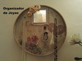 Organizador de joyas de pared con una bandeja DIY