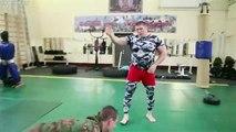 Les Spetsnaz (forces spéciales russes) affrontent sur le ring un combattant de MMA lourd. Qui a pu triompher ?