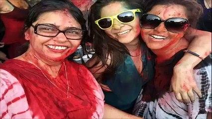 Ayesha Omar & Other Pakistani Celebrities Playing Holi On Karachi Beach