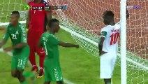 Football : Un joueur du Sénégal tente de Marabouter la Zambie en plein match