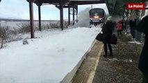 Etats-Unis : Un train provoque une tempête de neige
