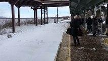 À New-York, un train entre en pleine vitesse dans la gare et crée une tempête de neige