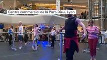 Lyon : des cours de danse classique donnés en plein centre commercial Part-Dieu