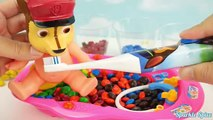 Aprender los Colores y a Contar de la Pata de la Patrulla de la Hora del Baño del Bebé Muñeca Jugando con Caramelos Pez y el arco iris